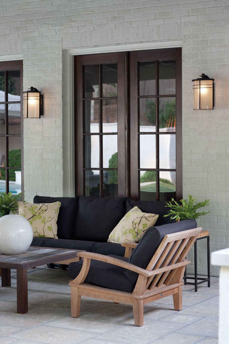 Modern Hinkley sconce lighting on outdoor back patio wall